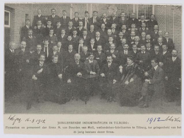 037526 - Textiel. Firmanten en personeel van Van Beurden - Van Moll in 1912 ter gelegenheid van het 25-jarig bestaan van de fabriek, die gelegen was aan de Leo XIII-straat