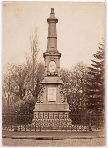 036021 - Gedenknaald koning Willem II, thans Stadhuisplein.