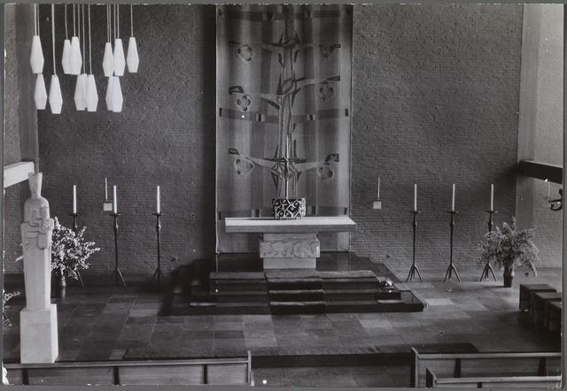 010898 - priesterkoor in de kapel van het moederhuis van de Dochters van het H. Hart van Maria aan de Bredaseweg.