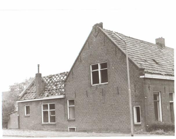 022041 - Vervallen boerderij aan de Hilvarenbeekseweg eind 1970
