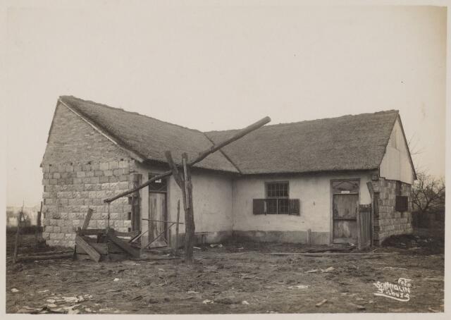 103801 - Internationale Tentoonstelling voor handel en Industrie 1924  te Tilburg. Gehouden van 18 juli - 18 augustus 1924 te Tilburg  op een terrein gelegen tussen de Elzenstraat en de Industriestraat. nagebouwd wevershuisje.
