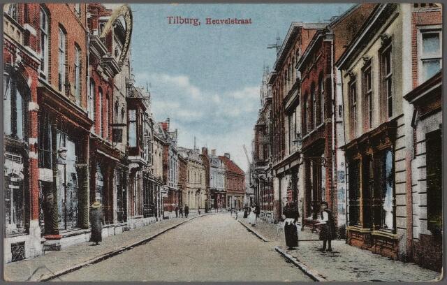 011331 - Heuvelstraat tussen Willem II-straat en Heuvel. Voor het tweede pand links- drogisterij Van Eijsden- een gaper.