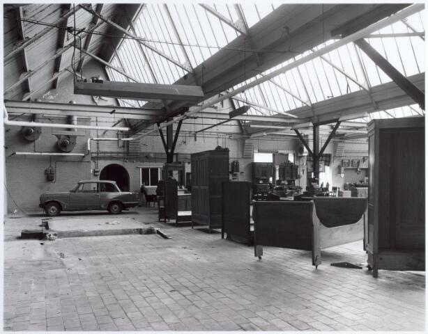 015153 - Interieur van een voormalige fabriek aan de Bisschop Zwijsenstraat
