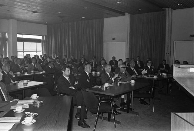 050812 - Overdracht voorzittershamer bureau mr.dr. B.J.M. van Spaendonck te Tilburg.
