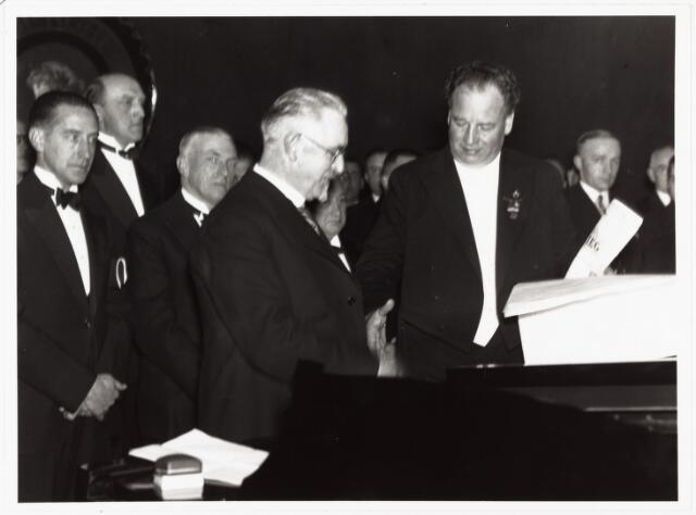 007863 - Huldiging Louis van de Sande t.g.v. 25-jarige loopbaan bij de Berlijnsche opera.
