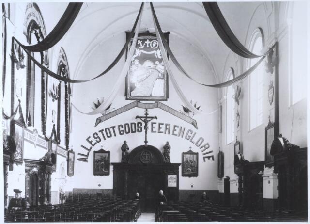 024708 - Interieur van de capucijnenkerk aan de Korvelseweg in 1907