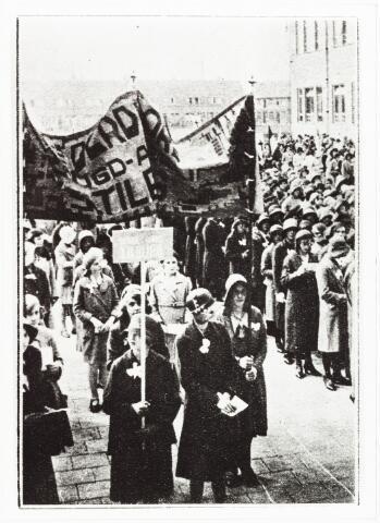 009544 - Jeugdverenigingen: Katholieke Jeugdvereniging ( K.J.V.) te Tilburg. Demonstratie dag vrouwelijke jeugd; Maria huldiging op het Odulphus lyceum