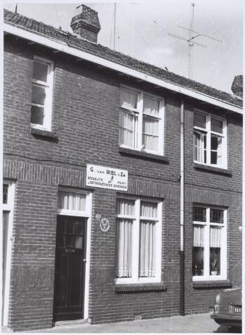 014117 - Pand Akkerstraat 113, waarin schoenmakerij G. van Riel en Zn. was gevestigd
