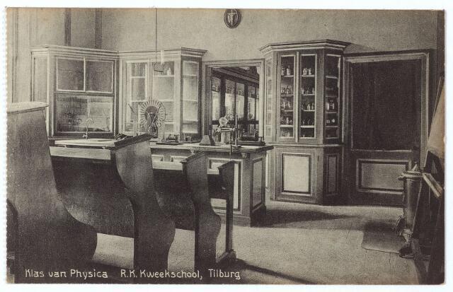 000482 - Onderwijs. 'Klas van Physica' in de r.k. kweekschool verbonden aan het moederhuis van de fraters aan de Gasthuisstraat.