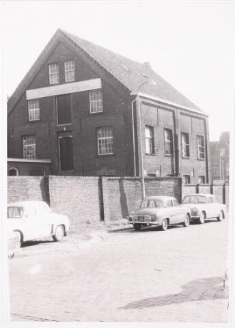 033154 - het bedrijfspand van wasserij de Ley Franken (voorheen Graanhandel van Hooff en Schellens) aan de Telegraafstraat 38, thans afgebroken en parkeerterrein aan de Tuinstraat het pand was oorspronkelijk gebouwd door van Veldhoven in 1840/1841