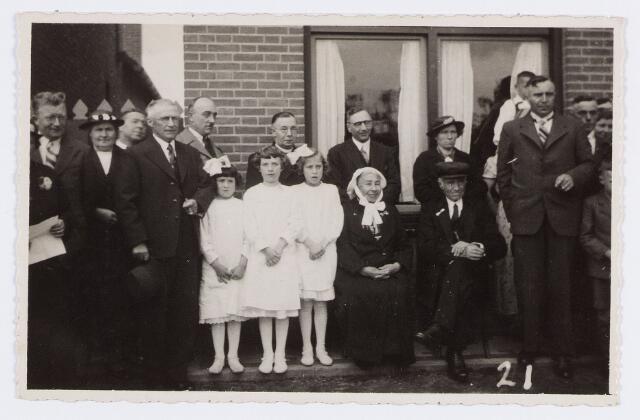 056596 - 60-jarig huwelijksfeest van de familie Van Hout.