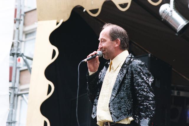 1237_010_768_003 - Festival levenslied 1998. Zanger.