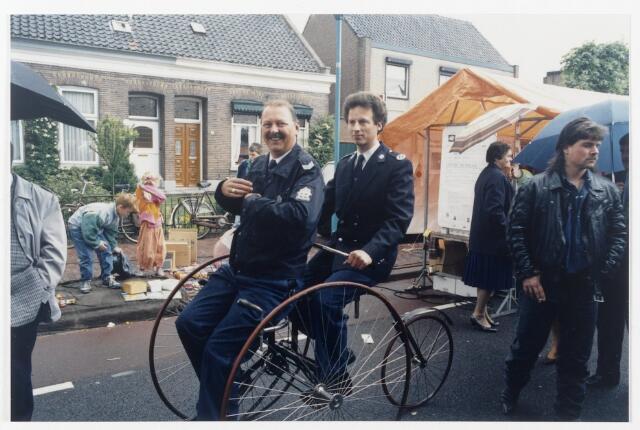91341 - Terheijden. De Traaierie. Op dit feest ter ere van de ingebruikstelling van de gerenoveerde dorpskom. Ook de politie is aanwezig in de optocht op een antieke fiets.