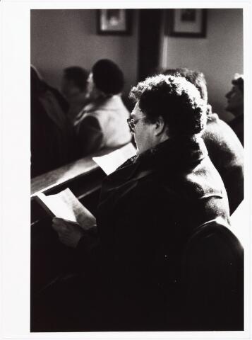 009845 - Petrus Donders 'Smeekuur' deze foto straalt  intense beleving uit.