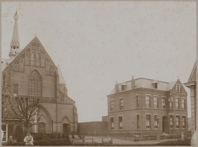 085467 - Dongen. RK St. Josephkerk met pastorie. Facade van de kerk in oorspronkelijke staat.