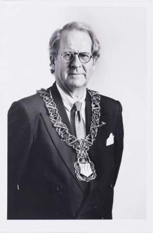 006652 - Mr. G.Ph. BROKX (1933-2002), burgemeester van Tilburg van 1988 tot 1997. Was voordien lid van Provinciale Staten (1966-1978) en Gedeputeerde Staten van Noord-Brabant (1970-1978) en twee maal CDA-staatssecretaris van Volkshuisvesting, van 1977 tot 1982 en van 1982 tot 1986.