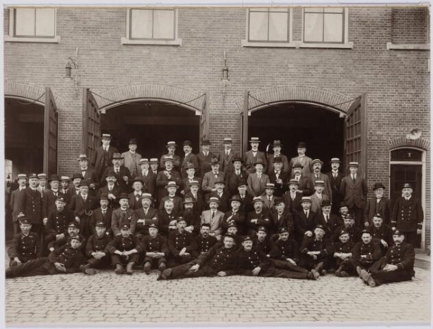 103651 - Brandweer. Personeel Tilburgse Brandweer bezoekt Groningen.