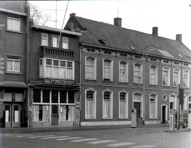 650620 - Schmidlin. Hotel-restaurant Old Dutch aan de Heuvel 77. Na een carrière als succesvol wielrenner werd Jan Pijnenburg de patroon van deze horecagelegenheid, omstreeks 1955
