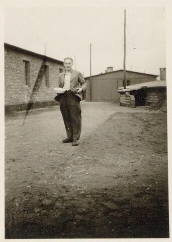 044976 - Tweede Wereldoorlog. Hendrik de Jongh, geboren te Tilburg op 6 augustus 1924 overleden te Leipzig op 17 juli 1944. Hij was werkzaam op het kantoor van de Nederlandse Spoorwegen te Tilburg en werd samen met Leo Spijkers in het kader van de Arbeitseinsatz tewerkgesteld bij de Deutsche Bundesbahn in Leipzig als rangeerder.