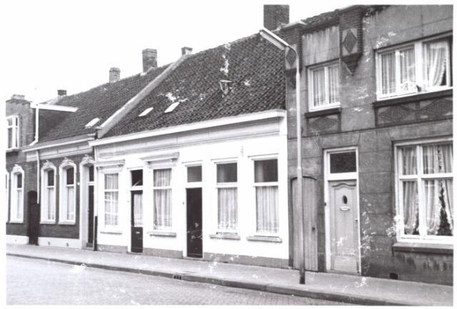 014970 - Panden aan de Lange Nieuwstraat anno 1959. Begin jaren ´60 werden deze panden gesloopt voor de aanleg van een city-ring rond de binnenstad.