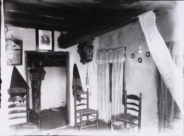 028186 - Interieur geboortehuis Petrus Donders.