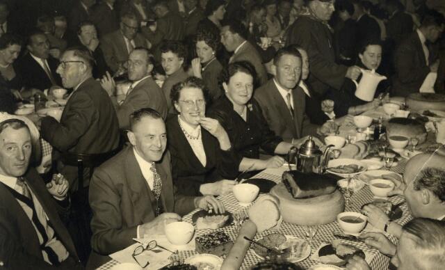 092302 - Koffietafel voor de leden van de R.K. Schildersbond St. Lucas, afdeling Tilburg.
