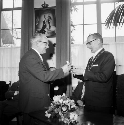 050281 - 12½-jarig jubileum burgemeester mr. W.Th.M. Verhoeven.