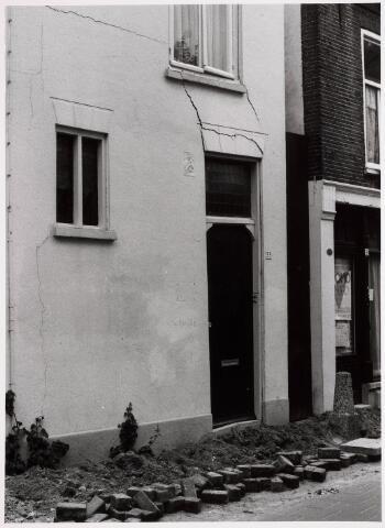 035333 - Tijdens graafwerkzaamheden dreigde het pand aan de Willem II-straat nr. 66 in te storten . Destijds bewoond door de heer van der Schoot en zijn  moeder mevrouw van der Schoot- Kruijssen. Het pand werd onmiddellijk gesloopt.