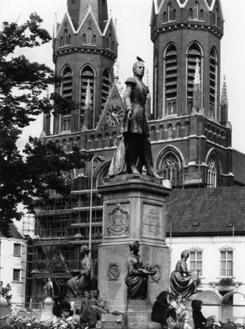 1238_F0316 - Sculptuur van Koning Willem II.