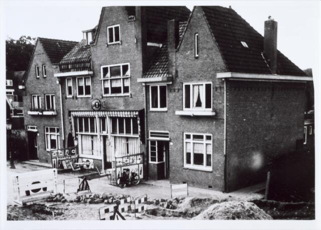014056 - Twee huizen en een café aan de Academielaan (voorheen Reitsestraat).