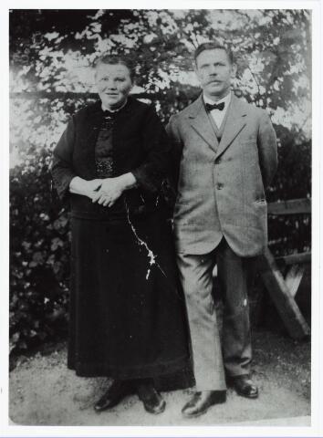 006430 - Sigarenmaker Peter Johannes Bakkers, geboren Hoogeloon c.a. 29 oktober 1867, overleden Tilburg 27 november 1946 en zijn vrouw Elisabeth van Rosmalen, geboren Bladel 22 november 1874, overleden Tilburg 4 november 1943.