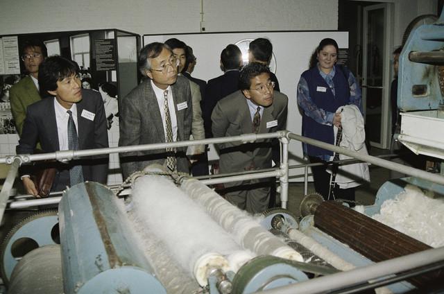 TLB023000268_003 - Japans bezoek Textielmuseum