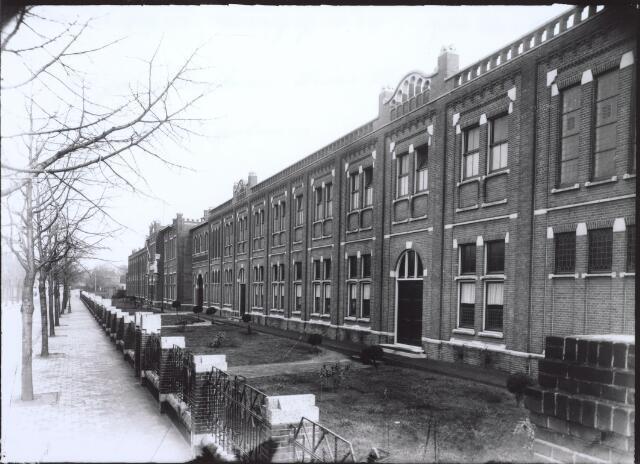 026781 - Hoofdingang van Huize Nazareth in december 1936, toen het 20 jaar bestond