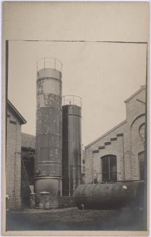 025163 - Tanks op het terrein van de gasfabriek aan de Lange Nieuwstraat