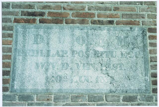 019595 - Gedenksteen in de muur van de Goirkese kerk ter ere van bouwpastoor W. van den Ven