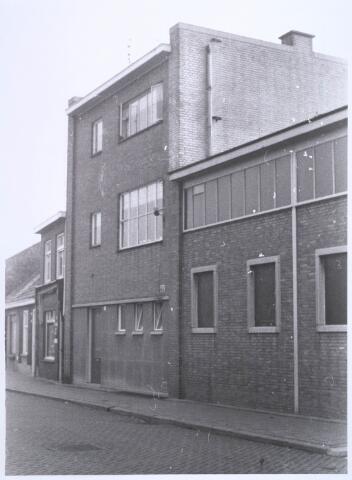 022660 - Bedrijfspand aan de Hoogtedwarsstraat 48 begin 1973