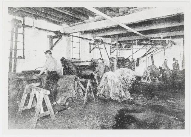 056066 - Lederindustrie. Interieur vacheleerfabriek Firma De Vet & Verster te Gilze.