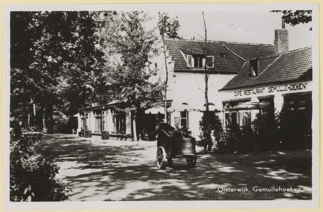 073851 - Gemullenhoekenweg de 'Weijenbergh' toen nog boerderij, alsmede cafe restaurant 'Gemullenhoeken' en de hoek met de Kivietslaan.