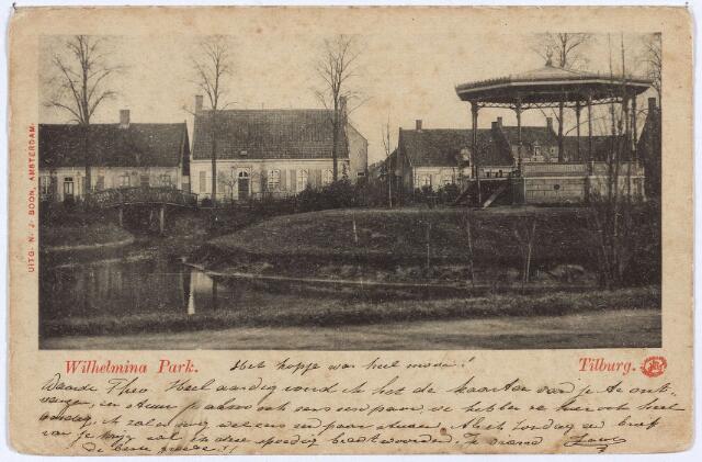 002873 - Wilhelminapark, vijver en muziekkiosk. Op de achtergrond de noordzijde van het park Rechts van het tweede pand links de Leo-zijstraat, nu Dr. Nolensstraat. Het tweede huis links werd in 1928 gesloopt en vervangen door het klooster van de zusters franciscanessen.