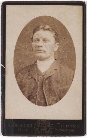 004746 - Sjef JANSSENS. Waarschijnlijk: Josephus Franciscus Maria Janssens, geboren rond 1873, beroep: industrieel, woonplaats: Tilburg. Ofwel: Josephus Laurentius A.C. Janssens, trouwde op 14 april 1898 te Rotterdam.