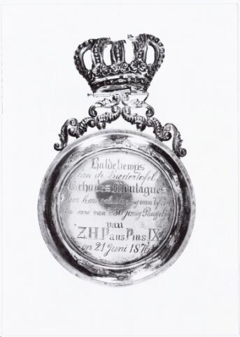 009621 - Zouaven Broederschap. Toen paus Pius IX een oproep deed om in Rome de pauselijke staat te verdedigen, gingen ook vele Tilburgers naar Rome;eremedaille uitgereikt door het zouavenbroederschap Fidei et Virtuti te Tilburg aan liederentafel Echo des Montagnes t.g.v. de viering van het 30 jarig pausschap van paus Pius IX op 30-6-1876