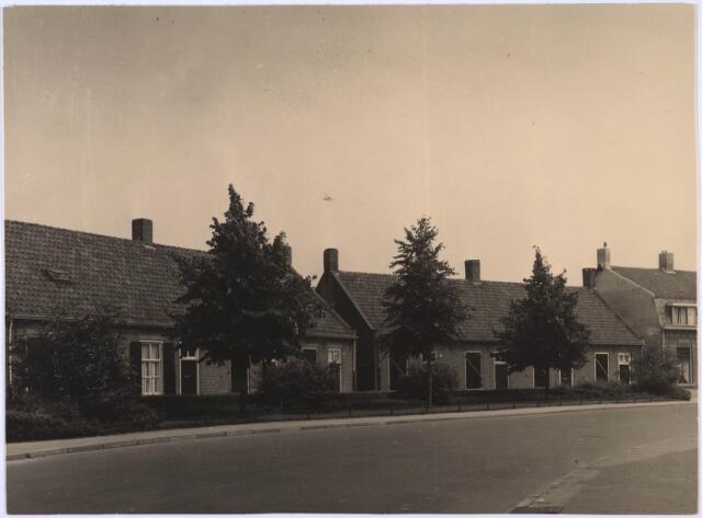 024901 - Woningen aan de Kwaadeindstraat in de zomer van 1953