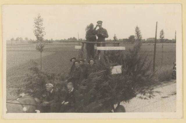 080843 - WOII; WO2; Bevrijding Udenhout 1945. De optocht. Bezoek Prins Bernard aan het front.