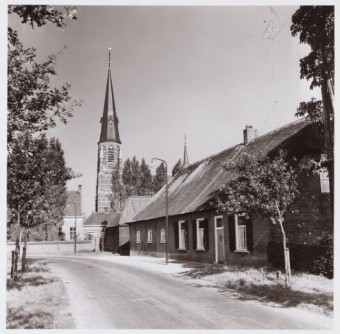 062851 - Kijk op de parochiekerk van de H. Caecilia van Enschot aan de Kerkstraat 2, gezien van de Enschotsebaan