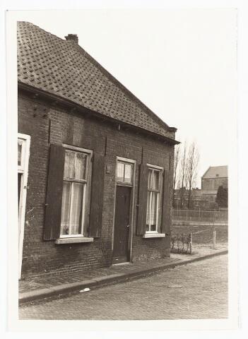 028108 - Woning aan de Veldstraat 35, thans Pastoor van Beurdenstraat