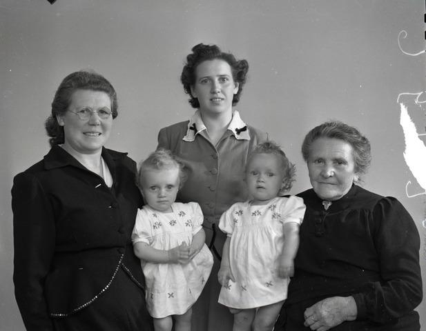 654398 - Portret. Groepsportret (4 generaties?)