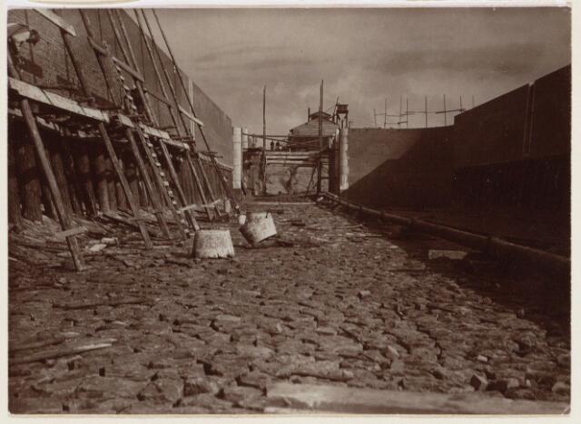 101614 - Waterwegen. Wilhelminakanaal. Bouw van een sluis.