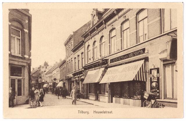 001066 - Heuvelstraat gezien vanaf de Heuvel, links de Juliana van Stolbergstraat, rechts de schoenwinkel van J. Kerstiëns-Van Arendonk, die ook een winkel had aan de Korvelseweg.
