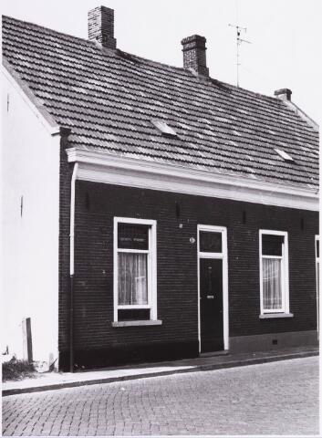 034430 - LIjnsheike 137; thans heet dit deel van de straat Von Weberstraat. De meeste huizen aan het Lijnsheike zijn inmiddels gesloopt.