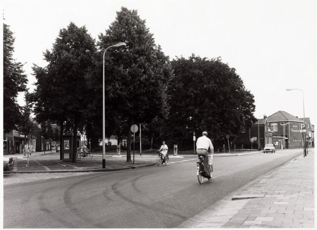 033861 - Overzicht Veldhovenring met de panden Veldhovenring 37 en 39 alsmede de Wilhelminaschool